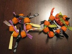 DIY Edible Pumpkin Bracelet! Kids (and adults) of all ages will love this!