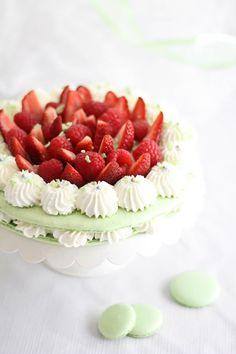 Strawberry Macaroon Cake