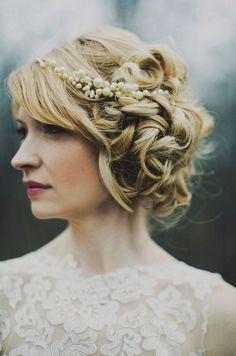 Dramatic curls with a pearl headpiece via bride2be on tumblr.