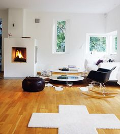 Not a huge fan of the rug or the colour of the floor but I love windows, fireplaces and the spaciousness of the room. :) Photo from Hus & Hem
