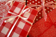 red paper, gift wrap, wrap idea, wrapping gifts, red gingham wrapping, white, christmas trees, christmas ideas, red packag