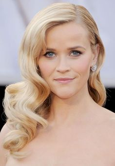 peinados retro - Reese Witherspoon #hair reese witherspoon, rees witherspoon, makeup, curl, wedding hairs, blond, wave, hairstyl, hair color