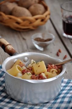 pasta con patate e salsiccia