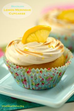 Brazilian-Style Lemon Meringue Cupcakes -- Filled with luscious LEMON MOUSSE...Happy Easter! - From Brazil To You #lemon #meringue #cupcakes #Brazilian