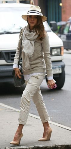 fall fashion hats, how to wear panama hat, hats and scarves, jessica alba outfits, hat white fall, fall hats, hats in style, casual mom outfits, how to wear hats