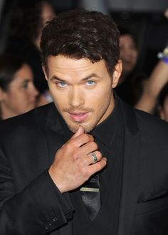 His signature pose, look at those blue eyes!