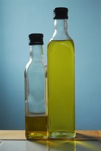 How To Mix Honey Lemon Juice & Olive Oil For Cleaning Your Face | LIVESTRONG.COM