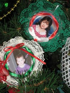 I made these years ago. A little lace, ribbon, hot glue, and fountain soda lids. Cut out the center of the lid and you can decorate it any way you want.#Christmas #ornament #craft #decoration