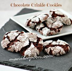CHOCOLATE CRINKLE COOKIES - fudgy, chewy, sweet and oh so yummmmmyyyy!!! So easy to make as well. Make it soon! :) #chocolatecrinkles #chocolatecookies