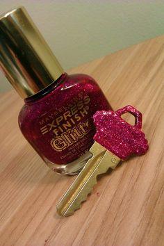 Nail Polish to decorate a Key ! :)