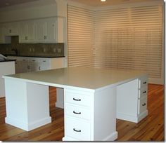 (drooling over that desk/island! all that space ... and drawers ... love)