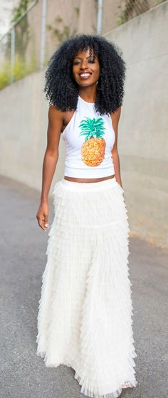 LOVE the simple pineapple crop top paired with the swan skirt!!! Minimalistic look works wonders for this trend!!!!