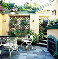 super cool Mediterranean courtyard