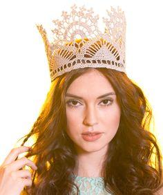 Adult's Royal Crown #redheart #FashionCrochetMetallic #crochetthread #crochet royal crown, crown pattern, heart, free pattern, crowns, adult royal, crochet crown, crochet patterns, yarn