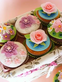 Each baby shower cupcake with unique flower with different shade .♥♥♥
