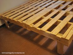 16 Gorgeous DIY Bed Frames- Lots of tutorials, including this DIY pallet bed by Santiago DIY!