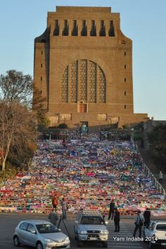 Yarn Indaba 2014 in South Africa: 28 000 crocheted or knitted squares for charity blankets.
