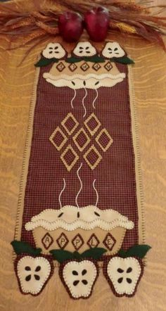 Apple Pie Wool Applique Penny Rug Table Runner Pattern available