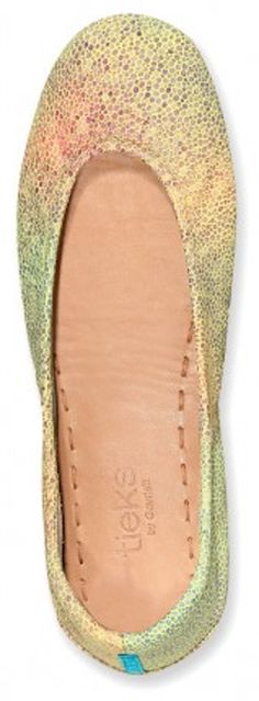 Gorgeous hand painted ballet flats http://rstyle.me/n/hhhyvnyg6