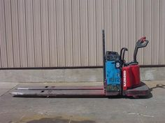 #usedforklifts #materialhandling #raymond Raymond 112TM-FRE60L Used Forklift / Capacity: 6,000 / Year: 2004 / Mast: 27 / 96 / 24V, W/24V BATTERY - CALL 952-492-3900