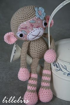 Love this blog and love her amigurumis. This amigurumi demonstrates the use of fabric and felt embellishments on a crocheted piece.