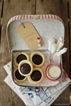 Jeanny's S'mores Kekstartelettes mit Karamell-Schokoladenfüllung