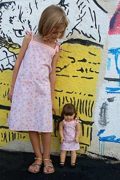 Popover Sundress and a matching doll dress #pattern #sewing #free http://www.oliverands.com/downloads/Oliver+SPopoverCountryFair.pdf
