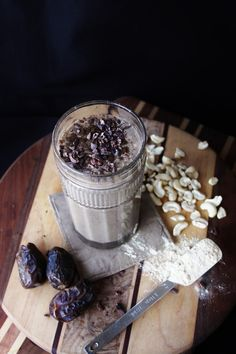 This Rawsome Vegan Life: HORMONE-BALANCING YERBA MATE BANANA SMOOTHIE with MACA, LUCUMA, VANILLA & CASHEWS