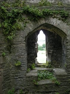 castle turret window seat