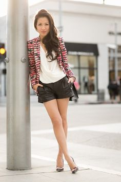 Wendy of Wendy's Lookbook sporting a floral Banana Republic blazer