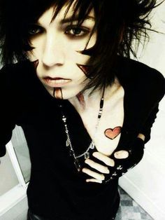 emo boy black hair <3