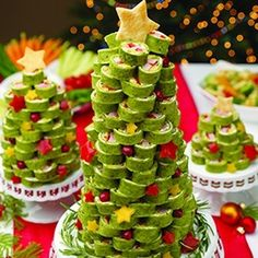 Spinach tortilla pinwheels Christmas tree - doesn't need to be in a tree but a good appetizer for christmas party with fam :).