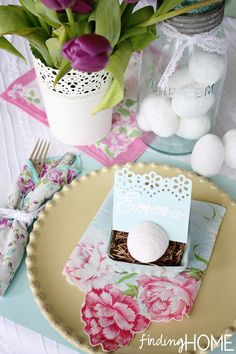 A Spring Table Setting  www.findinghomeonline.com