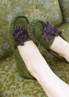 These look comfy and cute....moccasins from darlingtonia.