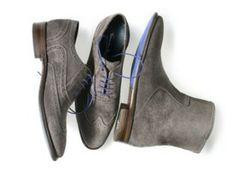 Floris van Bommel; It's raining shoes