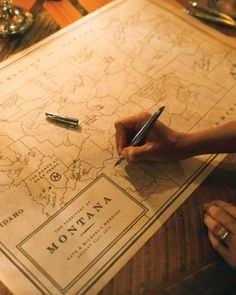 Not sure how to display your sign-in concept? Here's a MAP from Kate Bosworth and Michael Polish's Mountaintop Ranch Wedding.