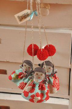 Flower puppet necklace from ESZTERDA