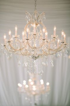 chandeliers add instant glamour   Photography: Daniel J Photography danieljphotography.com