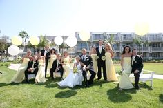 cute wedding photos with balloons!