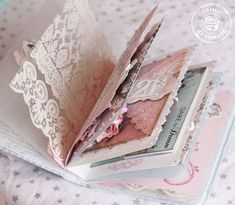 Love the pale hues and gorgeously girly details in this charming mini album. #scrapbooking #mini #album #shabby #chic