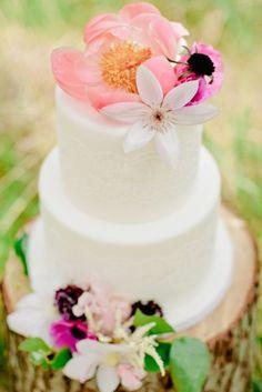 Peony topped cake | Cassandra Photo