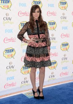Hailee Steinfeld doing the Graziela Wave at the #2104TeenChoiceAwards #TCAs #Gorgeous #EndersGame #HaileeSteinfeld