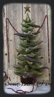 "Primitive pattern for 36"" Christmas Tree and crow ornies, can be made any size."