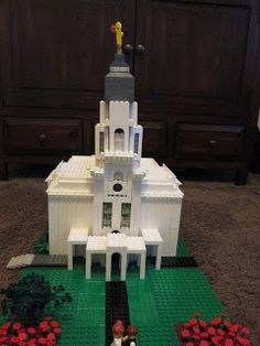 AWESOME Sabbath activity: Build temples out of Legos :) Keeps children (and even me, as my 23 year-old self) focused on the good things.  Plus I love Legos. double lovin'