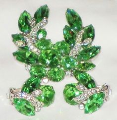Vintage EISENBERG Bright Green and Clear Rhinestone Flower Wreath Brooch and Earrings