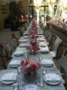 Decoración floral en las mesas de la fiesta de presentación del nuevo perfume de Victoria`s Secret - Floral decoration at the tables of the Victoria's Secret's new fragance launch party