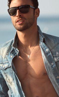 Julien (Noah Mills)