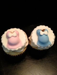 Pregnant Belly Fondant Cupcake Toppers  6 by PeaceLoveandCakeNY, $14.99