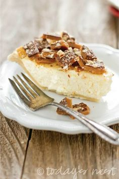 Pecan toffee cheesecake pie