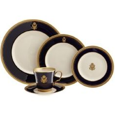"Pickard ""Palace Royale Ivory - Eagle Crest"" Fine China  5-Piece Place Setting"